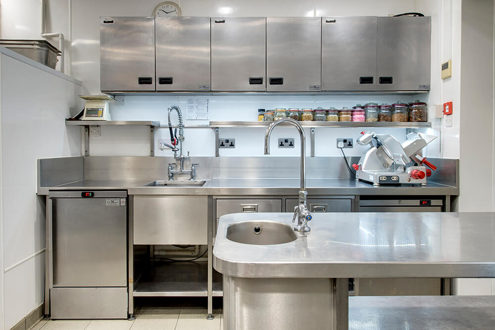 behind the scenes of a professional kitchen - Professional Kitchen